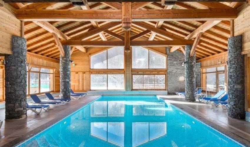 travelski services logement gamme premium piscine interieure