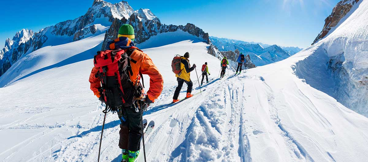 Groupe à la montagne, ski de fond