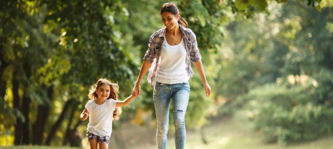 lagrange vacances mere et fille se promenent