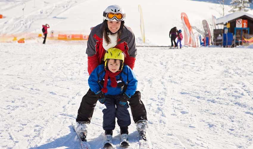 lagrange vacances sejours ski mere et enfant en train de skier