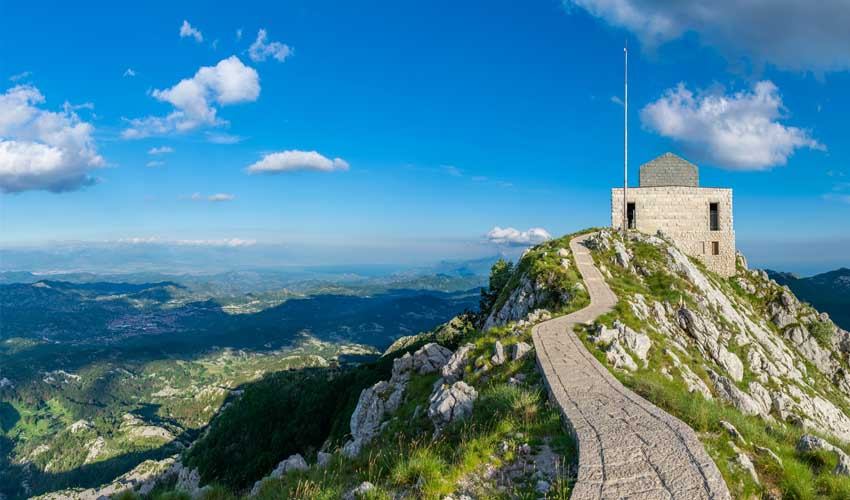 montenegro a faire mont lovcen mausolee