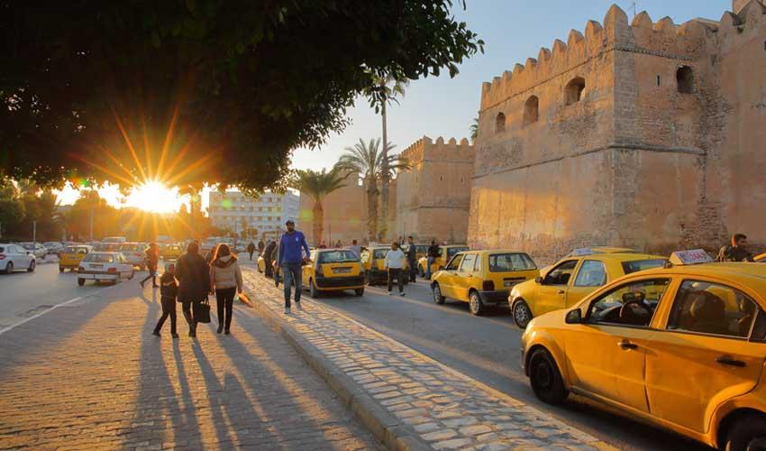 tunisie pas cher taxi remparts de la ville de sfax