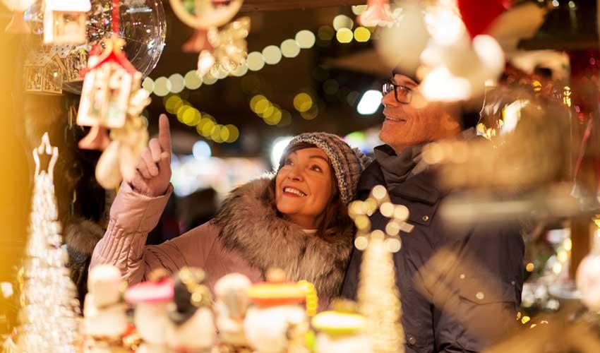 Balade au marché de Noël pendant vos vacances à la neige