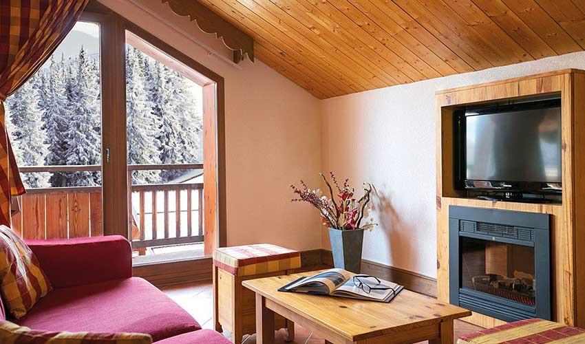 Salon dans un appartement d'une résidence club MMV à la montagne