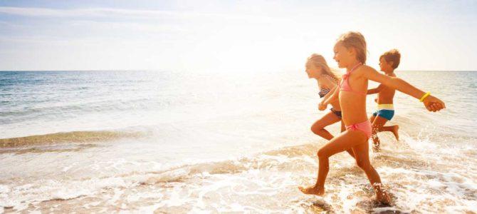 club vacances villages vacances grande image enfants courant sur le sable