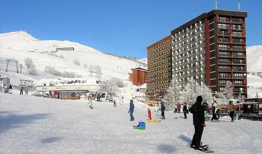 travelski skissim classic le corbier residence baikonour