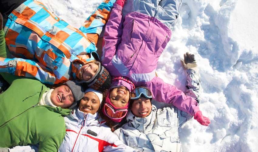 travelski skissim offres et options locations groupe amis dans la neige