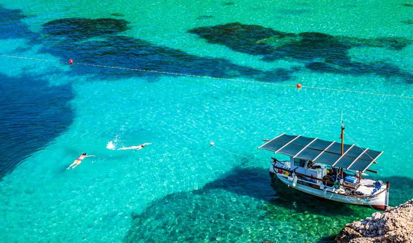baleares pas manquer ibiza bateau et snorkelling a san miguel sur l'ile