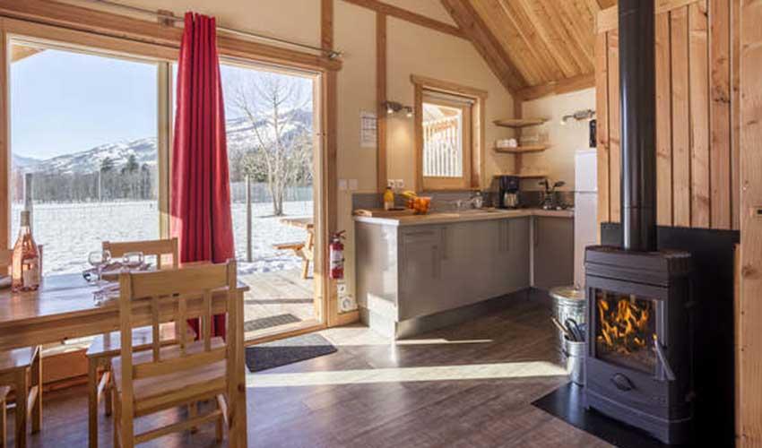 Huttopia, le chalet Montana pour des vacances à la montagne en hiver