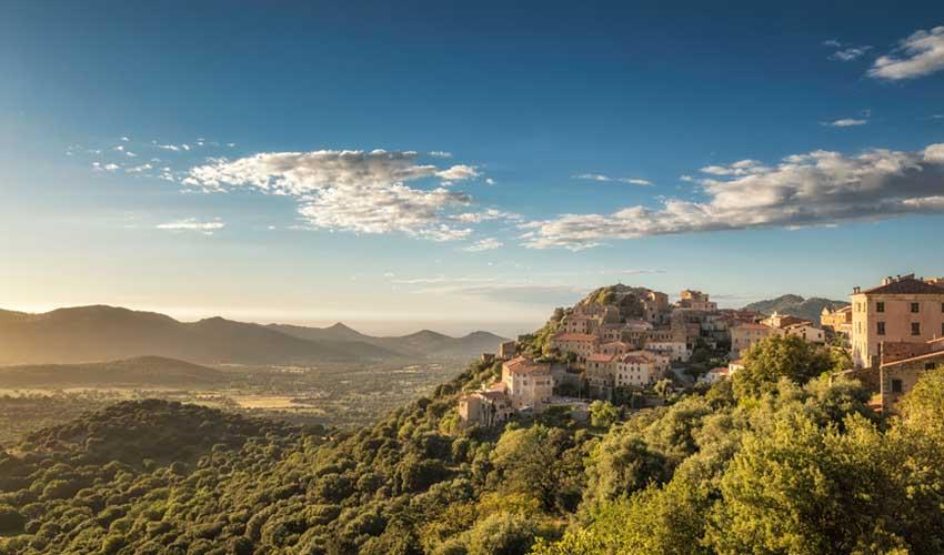 top sejours club odalys Les Hameaux de Capra Scorsa vue sur belgodere village