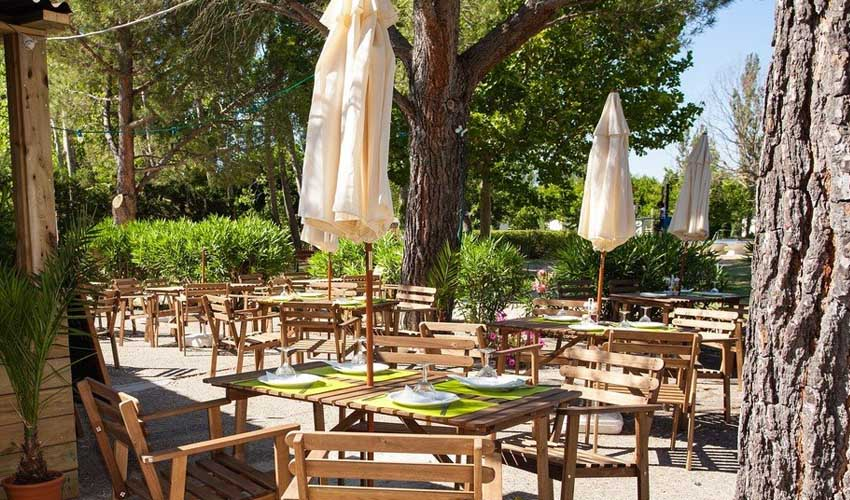 homair visiter provence camping les rives du luberon services restaurant