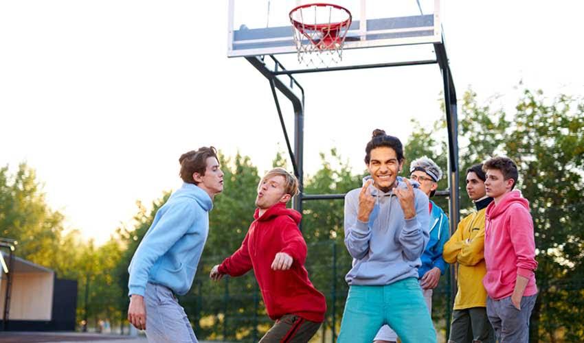 Ado et sport dans le club enfant du camping Homair