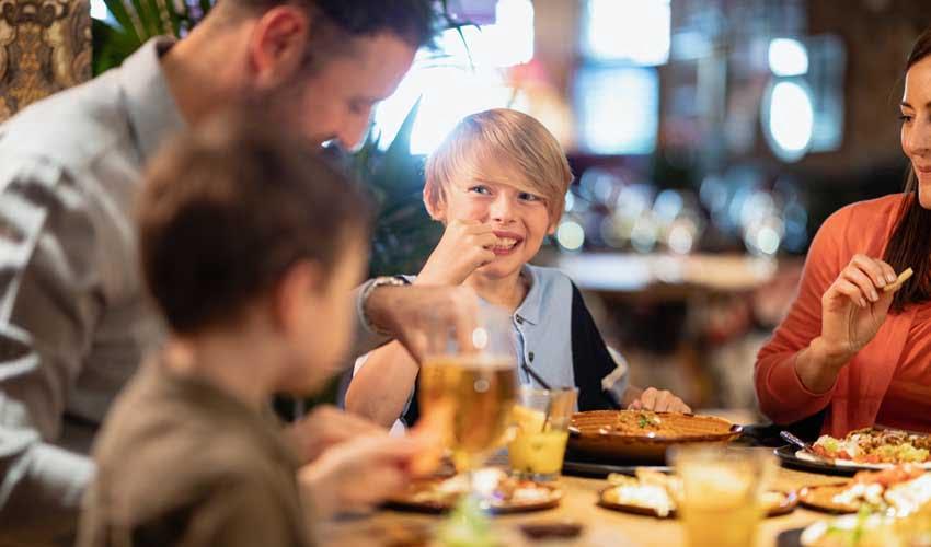 Repas en famille avec la formule tout compris Jumbo