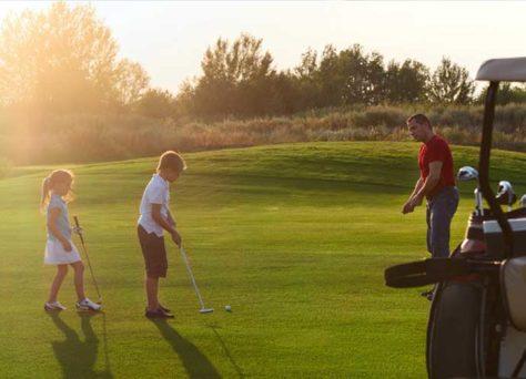 Faire du golf en France pendant les vacances, en résidence Lagrange