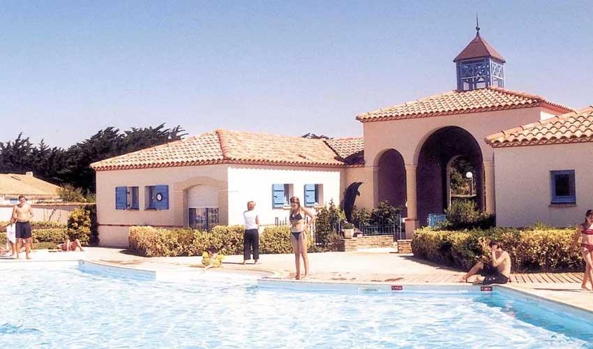 vacances lagrange residences en bord de mer domaine le grand large les oceanides piscine