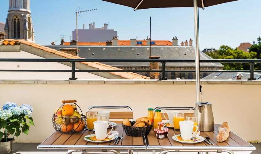 vacances lagrange residences en bord de mer les patios d'eugenie biarritz terrasse