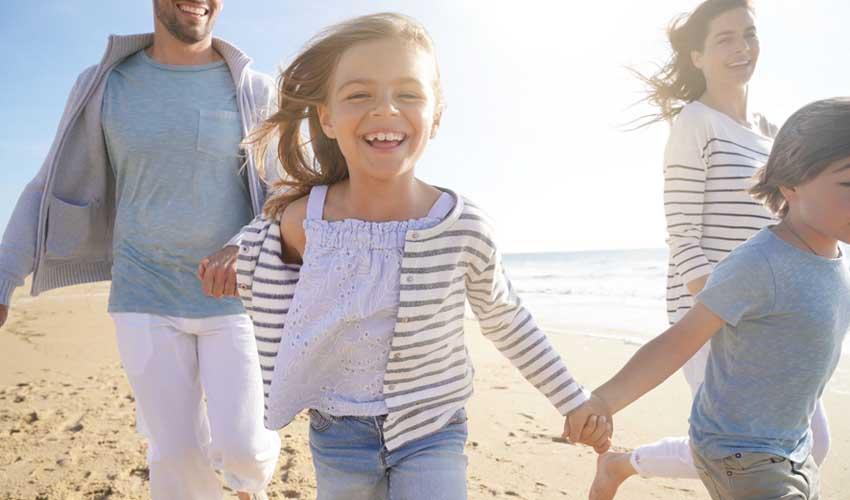 vacances lagrange residences en bord de mer famille sur la plage