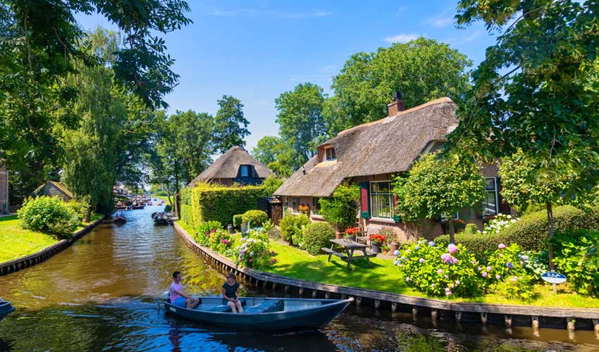 campings pays bas huttopia giethoorn Overijssel