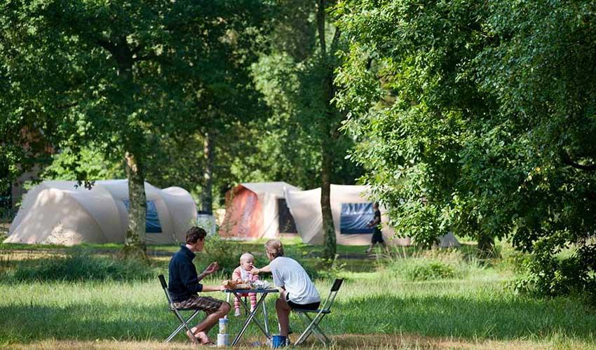huttopia campings villages lacs  camping du lac de sillé famille et tentes