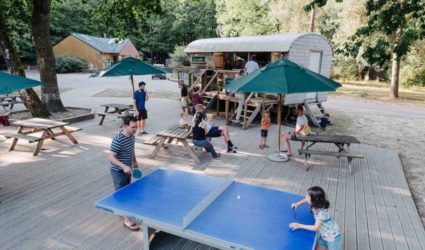 huttopia campings villages lacs camping lac de sillé roulotte snack et equipements de sport