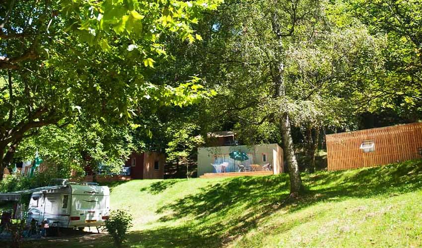 huttopia vacances campagne et terroir camping sarlat dordogne emplacement electricite et confort nature