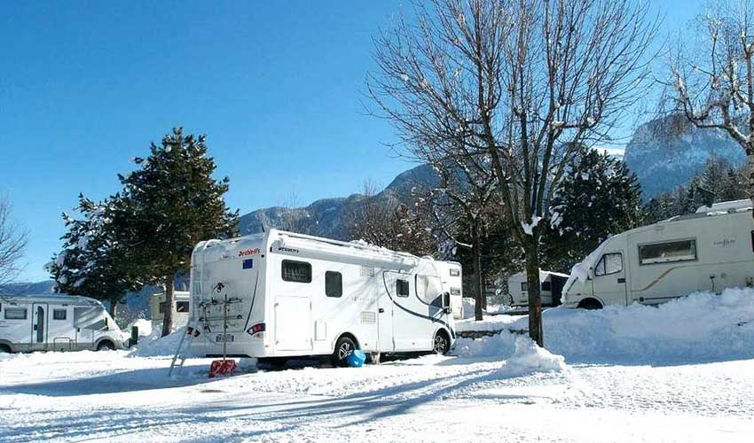 vacances hiver huttopia camping bourg saint maurice caravaneige emplacement camping-cars
