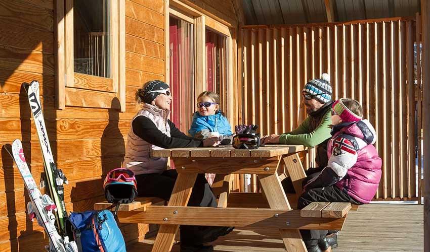 vacances hiver huttopia chalets camping bozel en vanoise famille en terrasse ski
