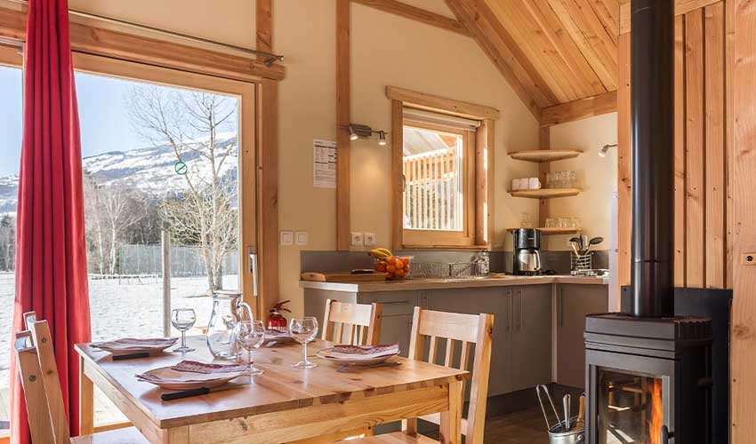 vacances hiver huttopia chalets camping divonne les bains logement interieur famille