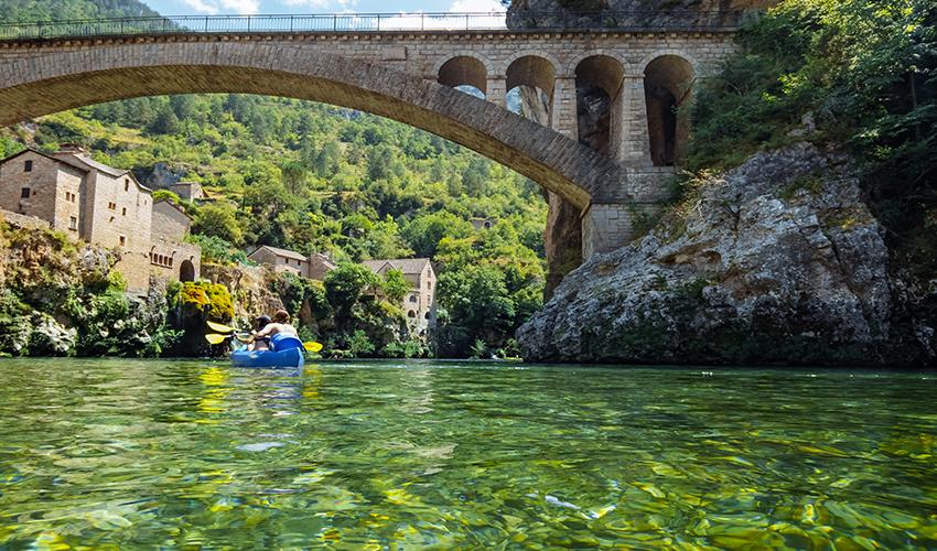Offrez-vous une descente en canoë ou en kayak sur le Tarn