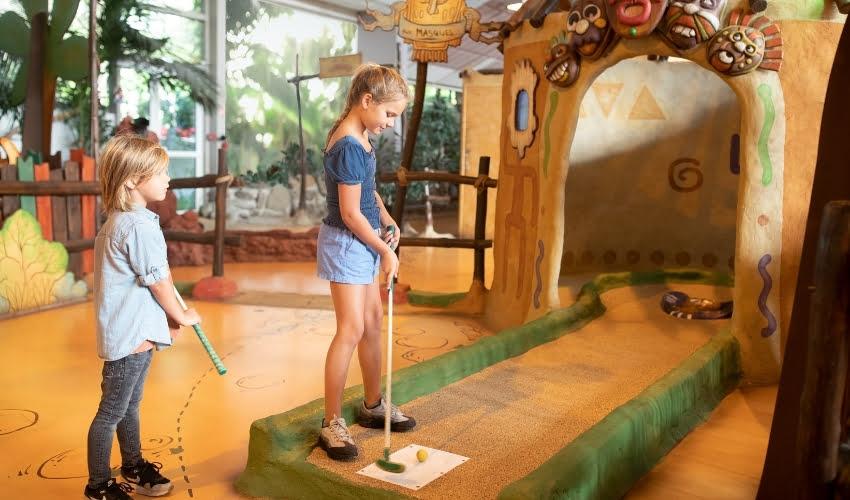 Mini-golf intérieur, le paradis des enfants