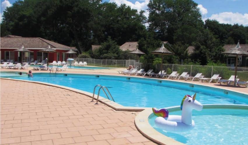 Profitez de la piscine durant vos vacances d'été chez Nemea