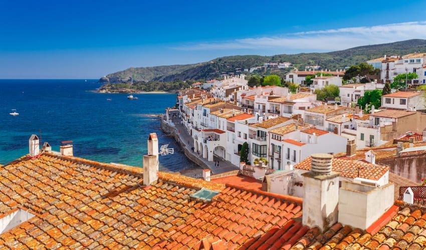 Vue sur la Méditerranée prise des hauteurs de Cadaquès.