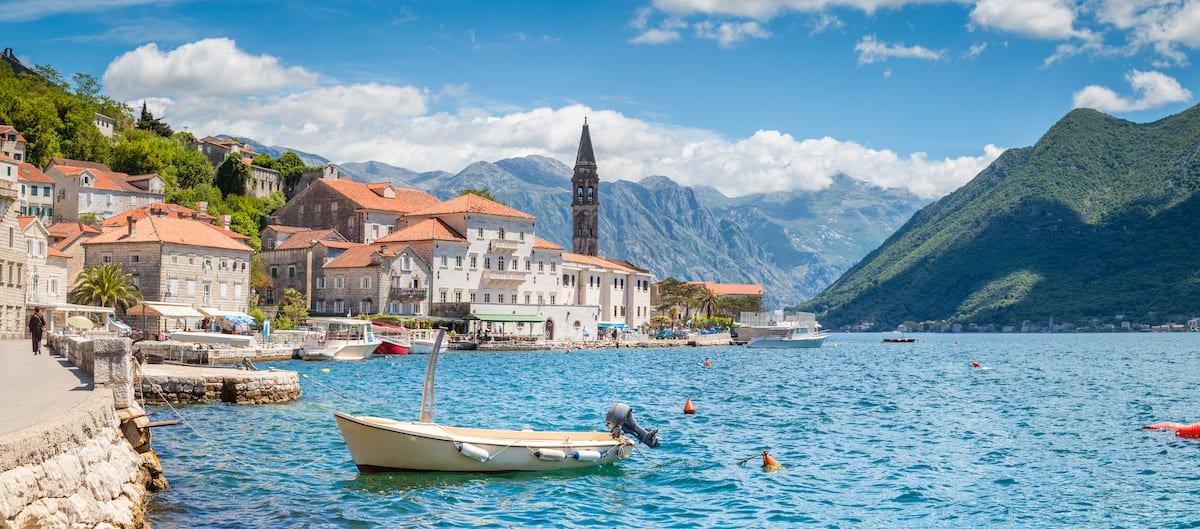 Ville de Perast et la baie de Kotor, excursion incontournable lors de vacances en Club au Monténégro.
