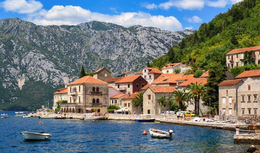 La ville de Perast vue de la Baie de Kotor.