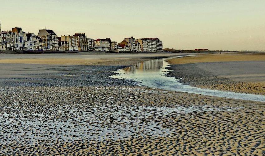 Front de mer de Bray-Dunes sur la côte d'Opale.