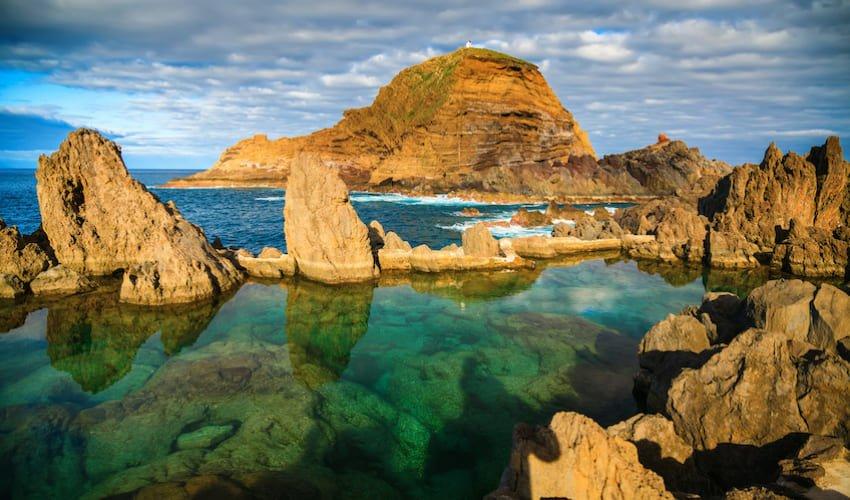 Se baigner dans les piscines naturelles de Porto Moniz