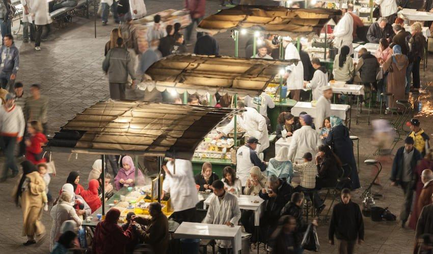 Etales de street food de la place Jemâa el Fna.